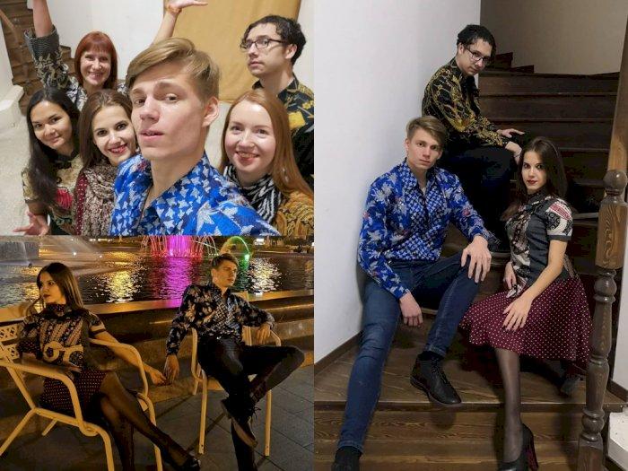 Semakin Mendunia! Kaum Muda Rusia Bangga Memakai Pakaian Batik