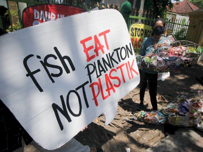 FOTO: Unjuk Rasa Pencemaran Bantaran Sungai Surabaya