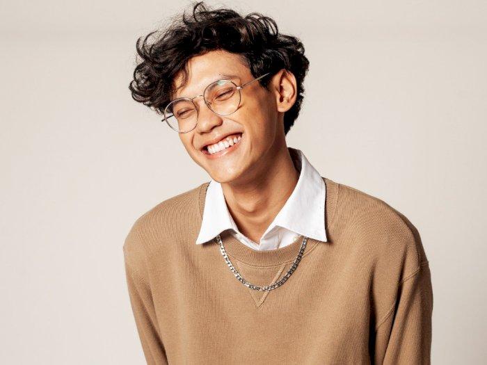 Tulis Kisah Cinta Seorang Introvert, Kevin Hugo Hadirkan Single Perdana 'A Letter To You'