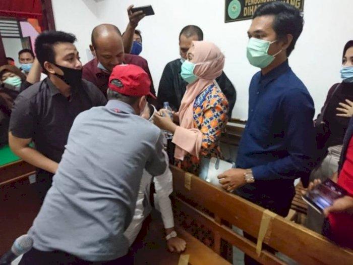 Wanita Penagih Utang Istri Polisi Berpangkat Kombes, Pingsan saat Divonis Bebas