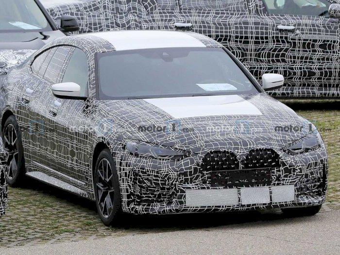 Mobil BMW 4 Series Gran Coupe Terlihat Tampil dengan Grille Berukuran Besar