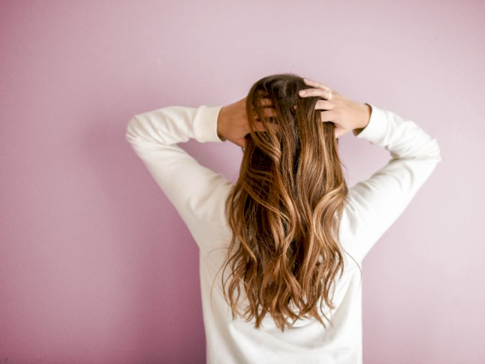 2 Cara Alami Mengatasi Ujung Rambut Kering dan Rusak