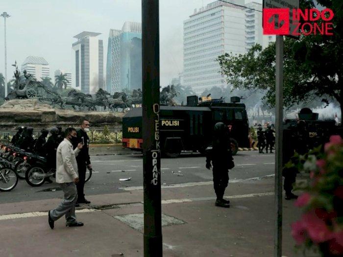 Ricuh, Polisi Pukul Mundur Massa Aksi Demo di Patung Kuda