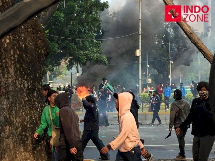 Pembakaran Terjadi dalam Aksi Unjuk Rasa di Kawasan Patung Kuda