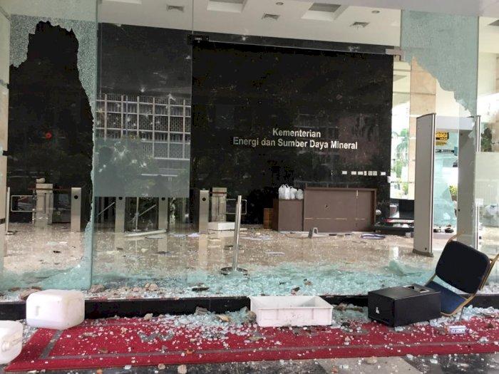 Imbas Aksi Demo, Gedung Kementerian ESDM Dirusak Parah