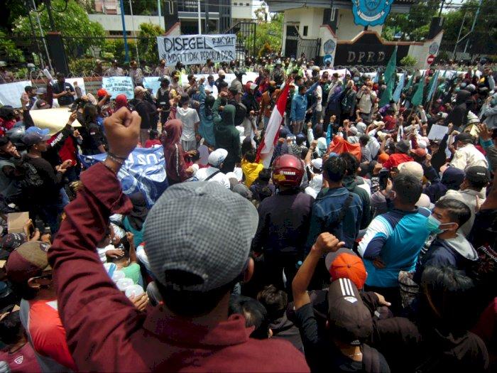 Relawan COVID-19 Prihatin Protokol Kesehatan di Tengah Aksi Demo Diabaikan