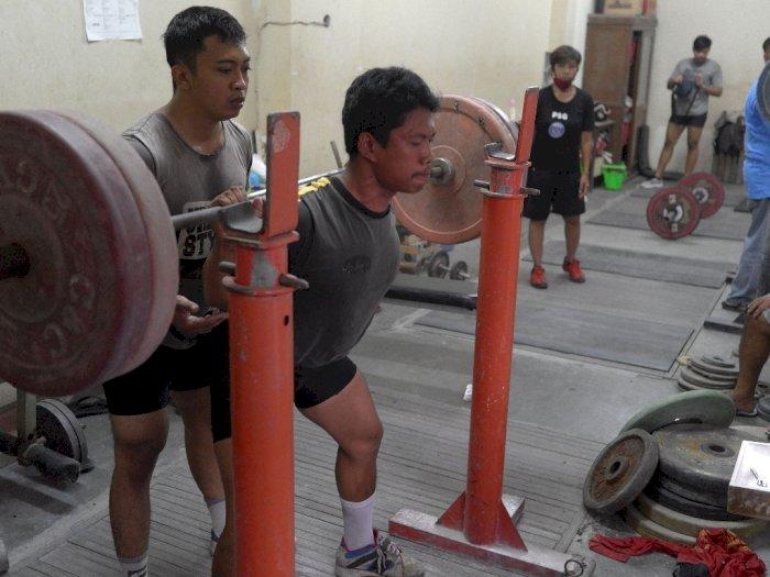 FOTO: Latihan Angkat Berat Persiapan PON Papua