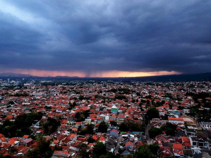 Waspada! Wilayah Jawa Timur Diprediksi Terjadi Hujan Disertai Angin Kencang