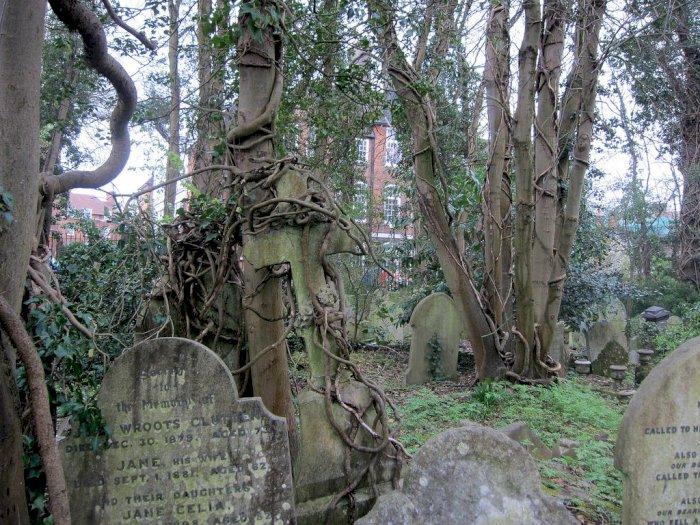 Pemakaman Highgate yang Populer sebagai Sarang Vampir di London