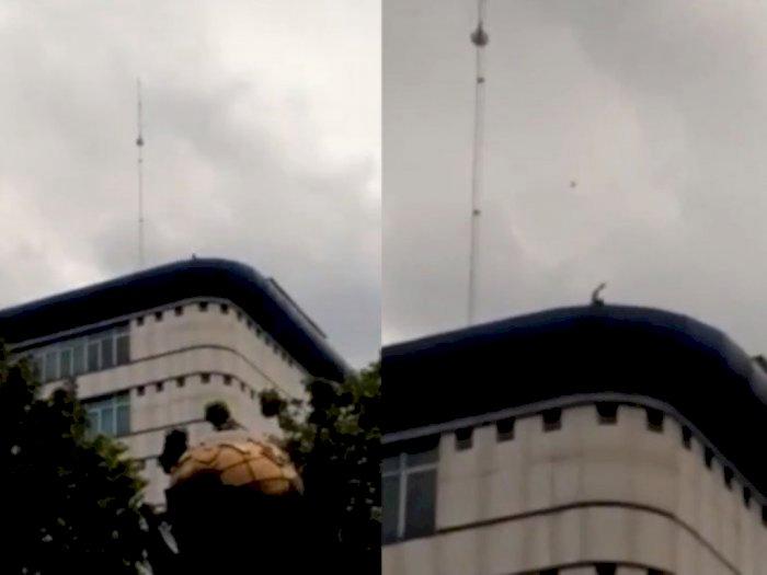 Terungkap! Ini Pelaku Pelemparan Batu dari Atas Gedung DPRD Medan saat Demonstrasi