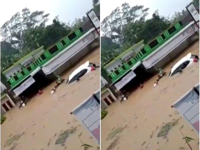 Longsor dan Banjir Terjang 11 Kecamatan di Tasikmalaya, Satu Orang Meninggal