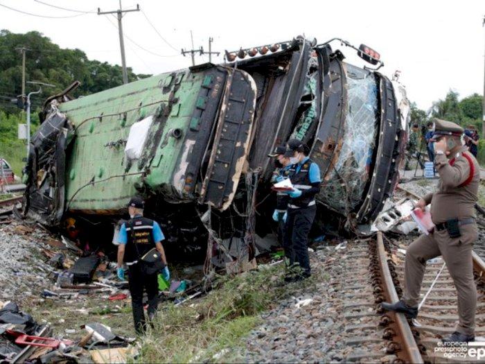 Kecelakaan Bus dan Kereta Api di Thailand Renggut 20 Nyawa