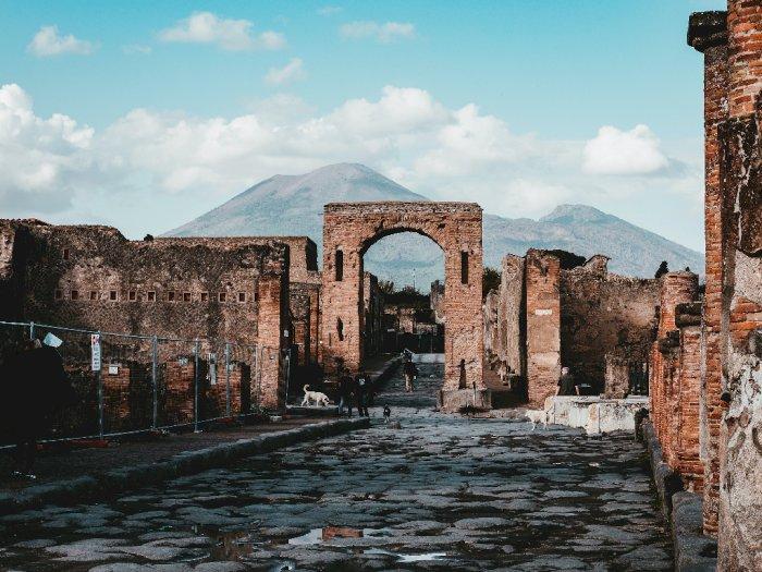 Akui Terkena Kutukan, Turis Pencuri Artefak dari Pompeii Kembalikan Barang Curian