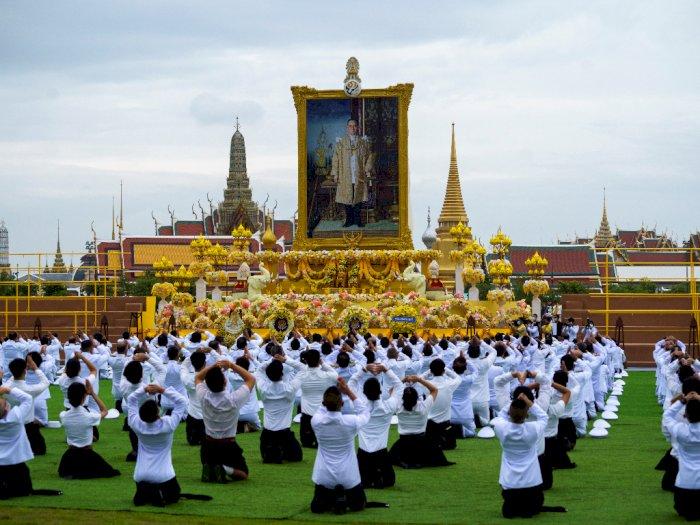 FOTO: Peringatan Tahun Ke-4 Kematian Mendiang Raja Bhumibol Adulyadej di Bangkok