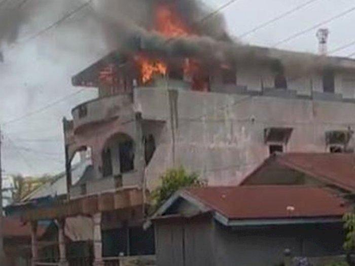 Ditinggal Penghuni, Rumah Kos di Belawan Terbakar, Kepling Kaget dengar Suara Teriakan