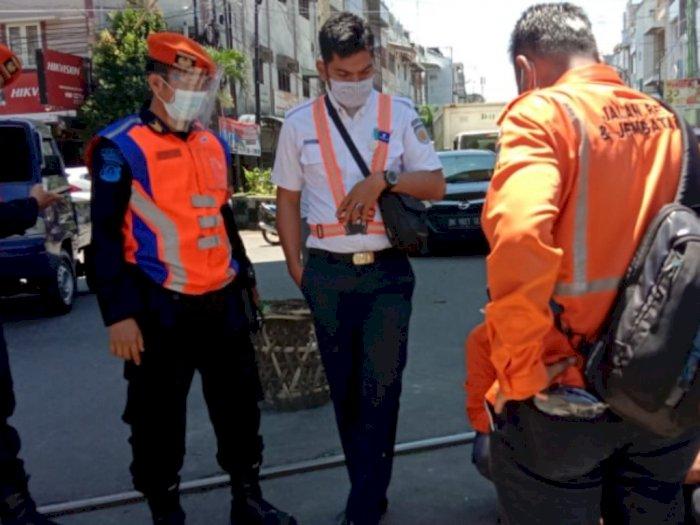 Sempat Bikin Mobil Terperosok, Jalan Amblas di Sutomo Medan Kini Tengah Diperbaiki
