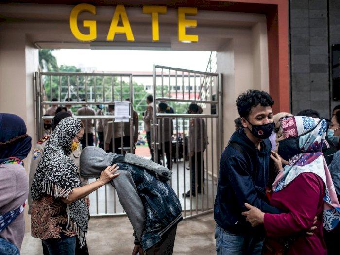 FOTO: Polda Metro Jaya Pulangkan Peserta Aksi Tolak UU Cipta Kerja