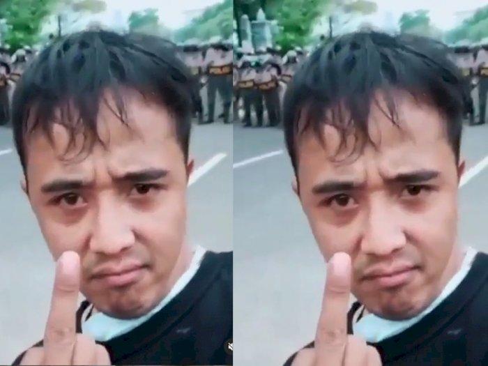 Viral Pemuda Sunda Acungkan Jari Tengah di Depan Barisan Polisi, Bilang 'Polisi Anying!'