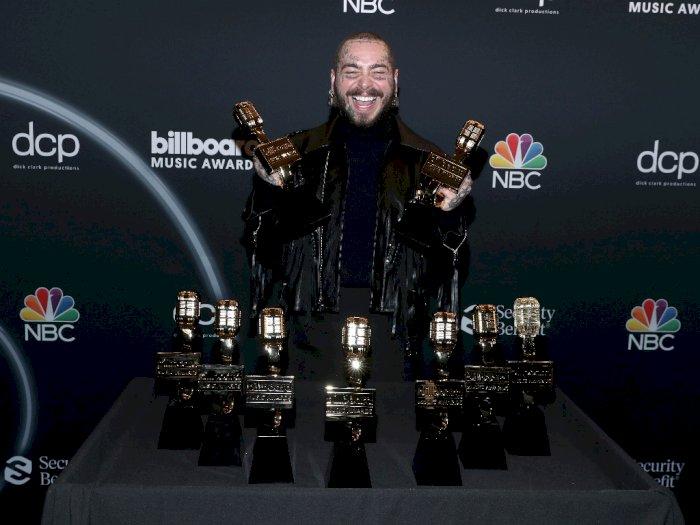 FOTO: Post Malone Sabet 9 Billboard Music Awards 2020