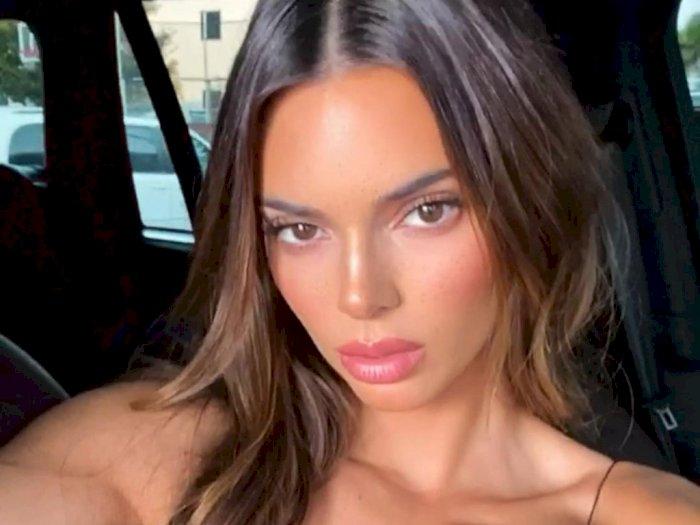 Kendall Jenner Pamerkan Rambut Panjang Alaminya