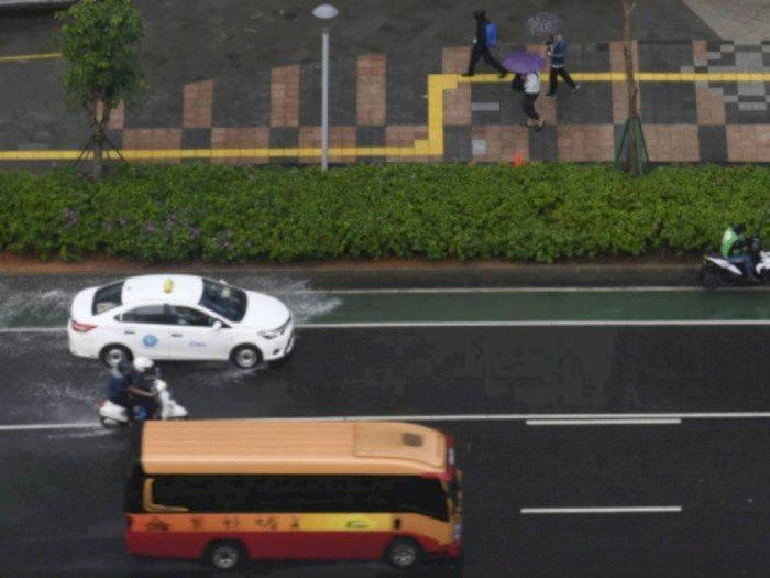 Hujan Lebat Disertai Angin Kencang dan Petir di Jakarta akan Terjadi hingga Malam Hari