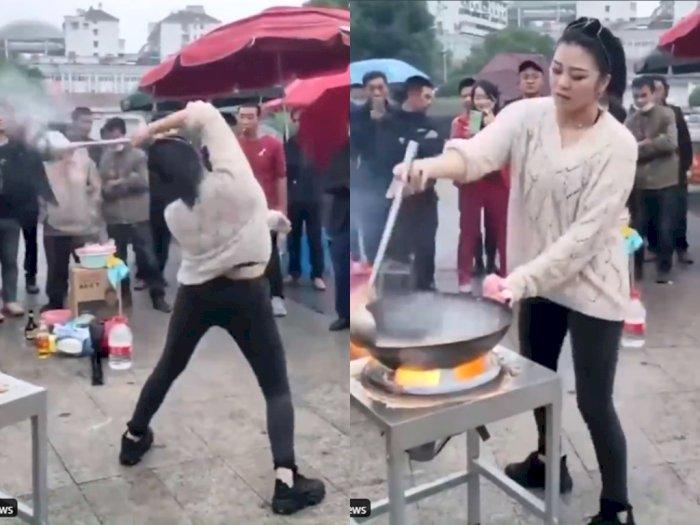 Hibur Pelanggan! Wanita ini Memasak Sambil Menari, Bikin Netizen Melongo