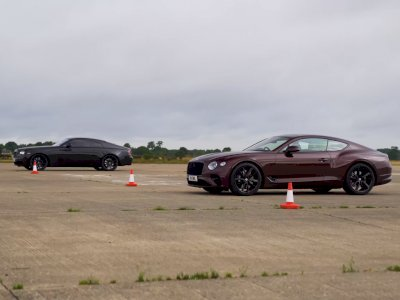 Melihat Drag Race Antara 2 Mobil Mewah yaitu Rolls-Royce Wraith dan Bentley GT!