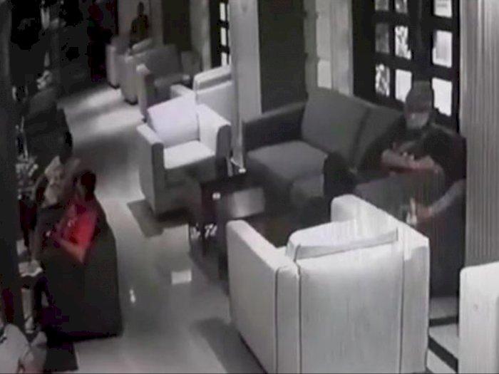 Jam Seharga Rp9juta Hilang saat Isi Baterai,  CCTV Hotel di Medan Merekam Aksi Pencurian