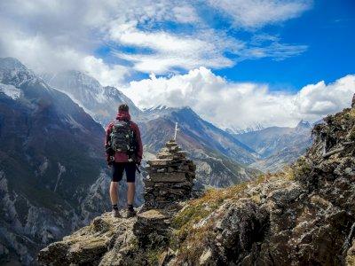 Dear Traveller, Benda-Benda Ini Bisa Selamatkan Hidup Kamu Saat Bertualang di Alam Liar