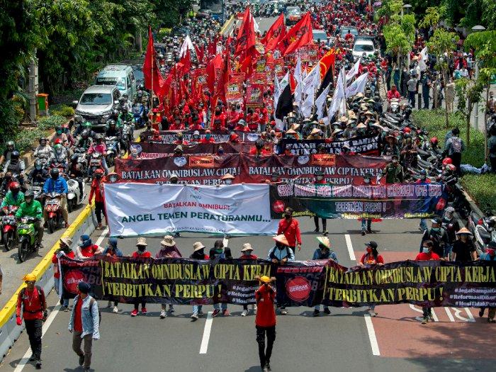 FOTO: Long March Tolak Omnibus Law