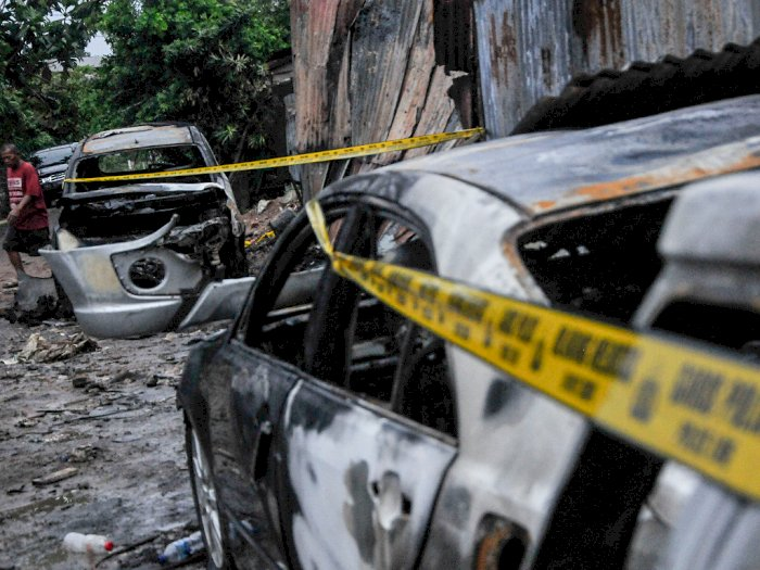 FOTO: Kebakaran Bengkel Reparasi Mobil di Duren Sawit
