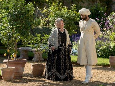 """Sinopsis """"Victoria & Abdul (2017)"""" - Persahabatan Ratu Inggris dan Pemuda India"""