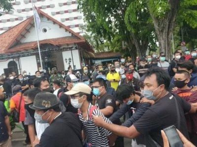 Diduga Akan Buat Onar, Polisi Tangkap 169 Pendemo UU Cipta Kerja di Surabaya