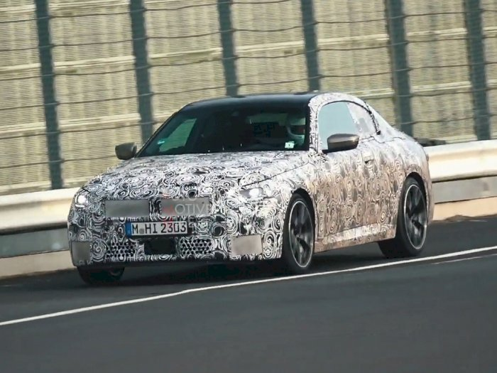 Melihat Mobil BMW 2 Series 2022 Saat Melakukan Uji Coba di Nurburgring