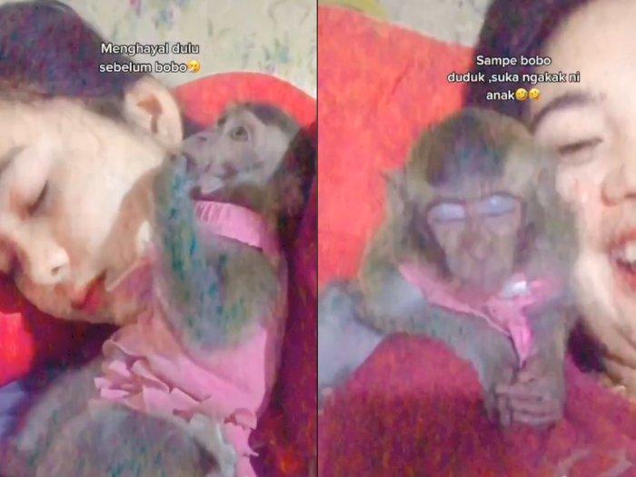 Gemasnya! Saat Wanita ini Tidur Ditemani Oleh Monyetnya, Bikin Netizen Iri