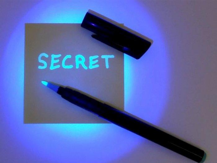 Menulis Pesan Rahasia dengan Tinta Tak Terlihat, Bisa Kamu Coba di Rumah!
