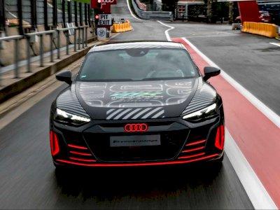 Melihat Tampilan Audi RS E-Tron GT Saat Bersama Keluarga R8 LMS di Sirkuit Spa