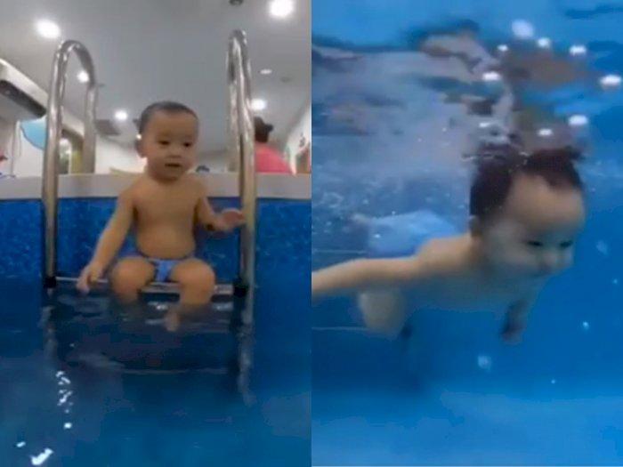 Video Saat Balita yang Jago Saat Belajar Berenang, Netizen: Duh Gemasnya