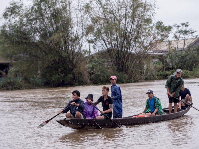 FOTO: Lebih Dari 100 Orang Tewas Akibat Banjir di Vietnam
