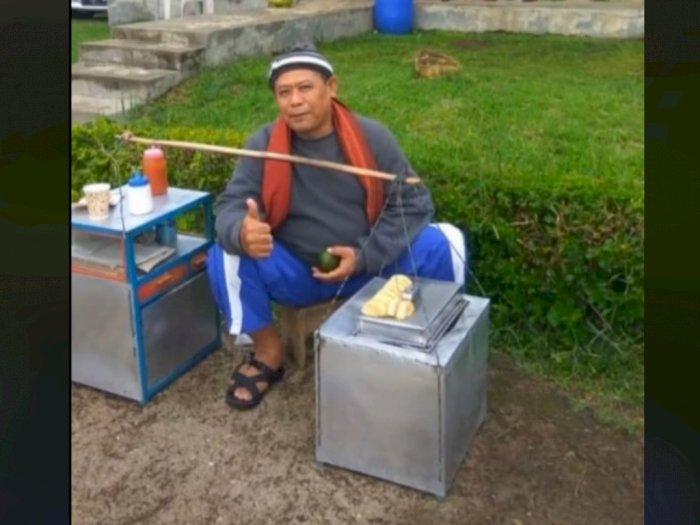 Meski Jualan Kue Pancong, Ayah Ini Selalu Wujudkan Keinginan Anaknya, Bikin Netizen Nangis