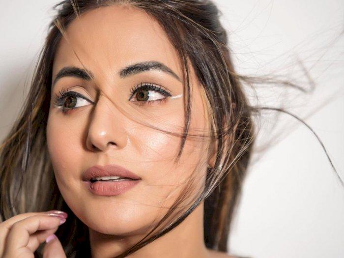 Ikuti Yuk Tampilan Eyeliner Putih Ala Artis Cantik Hina Khan
