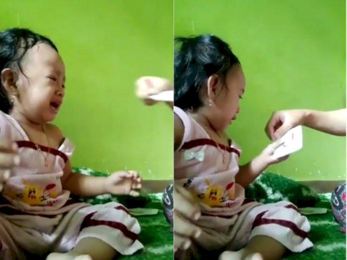 Balita ini Menangis Saat Diajak Istirahat Belajar Oleh Ibunya, Netizen Gemas