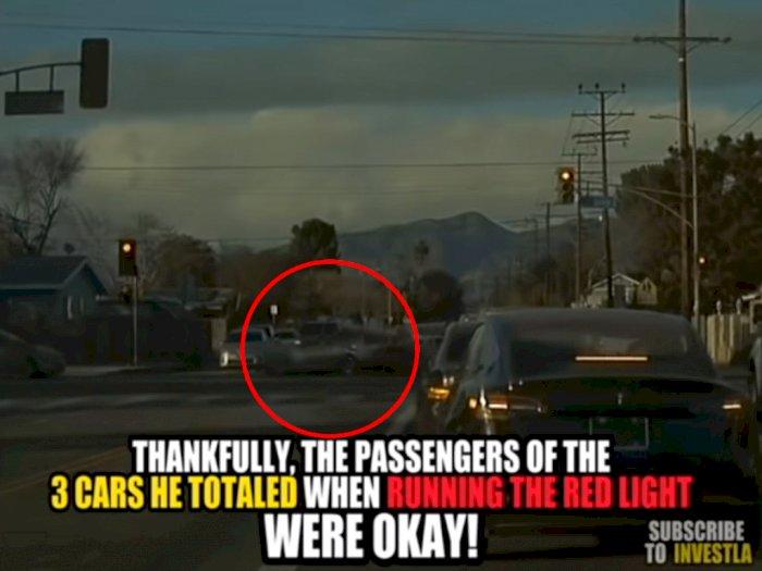 Sempat Marah ke Pengendara Tesla Model 3, Mobil BMW Ini Dapat Karma Instan!