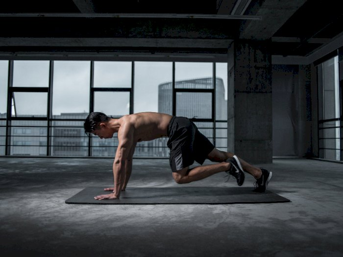 Lakukan 3 Latihan Merangkak Ini untuk Menurunkan Berat Badan