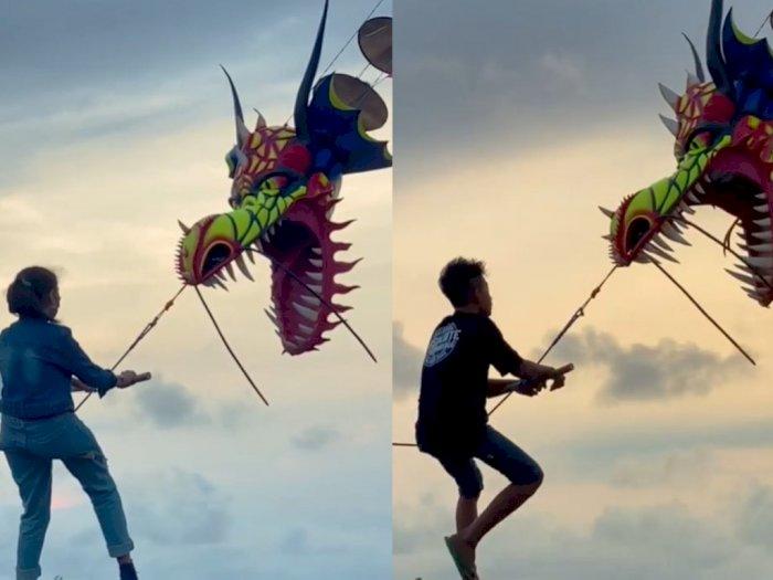 Viral Main Layang-layang Sambil Terbang di Jogja, Berani Coba?