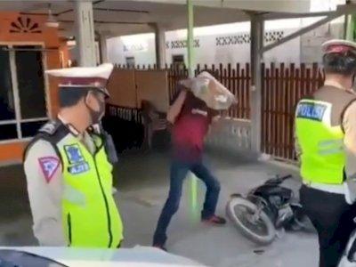 Viral Pengendara Emosi Dirazia Polisi Operasi Zebra 2020, Hancurkan Motor Pakai Batu