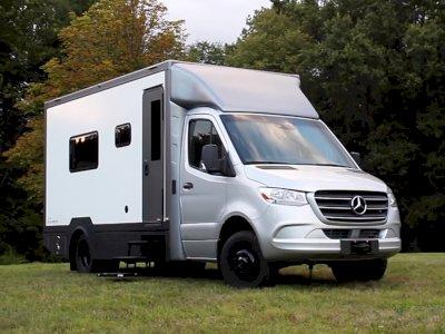 Mobil Mercedes Sprinter Ini Terlihat Biasa Saja dari Luar, Tapi di Bagian Dalam...
