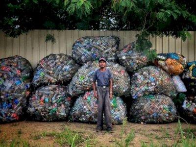 Kisah Pengidap Kanker Tulang yang Rela Jalan 10 Km Setiap Hari Demi Pungut Sampah