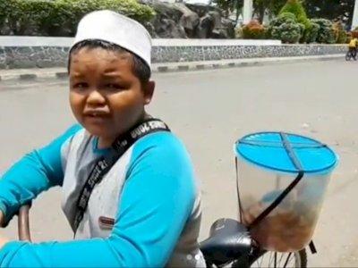 Perjuangan Anak Kuli Bangunan Keliling Jual Kue dari Jam 4 Subuh Demi Bantu Keluarga