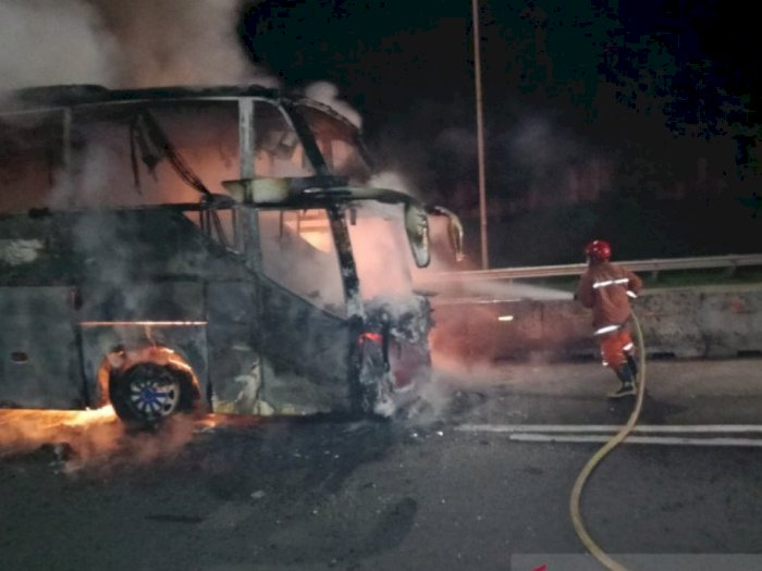 Bus Sinar Jaya Terbakar di Tol Jagorawi, Begini Kronologinya